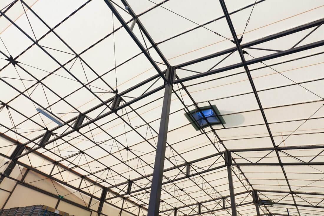 テント倉庫の鉄骨